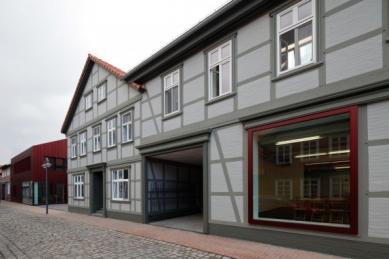 Přestavba textilky v Dannenbergu od Volker Staab - foto: Marcus Ebener