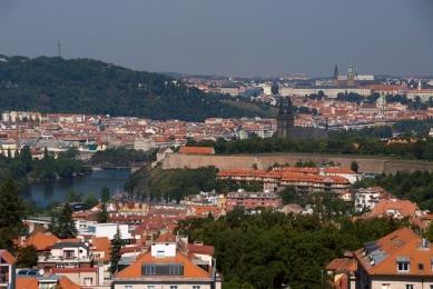 Rezidence Kavčí Hory s oknem do zeleně i na Pražský hrad