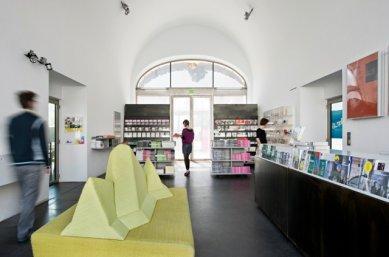 Vídeň: Architekturzentrum Wien - Az W Shop - foto: Hertha Hurnaus